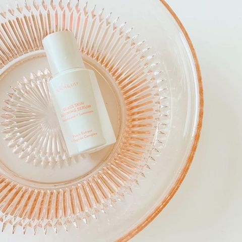 Peach and lily glass refining serum